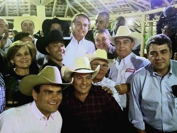 Apoiadores do esporte equestre com o presidente Jair Bolsonaro em Barretos