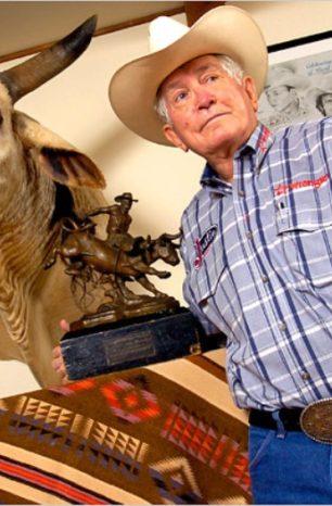 Jim Shoulders detém recordes pela PRCA e é uma lenda do rodeio