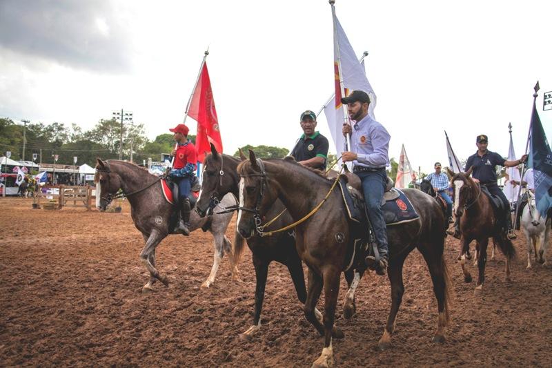 O desfile das bandeiras acontecerá na tarde deste sábado. Na programação, as disputas funcionais vão proporcionar muita emoção ao evento.