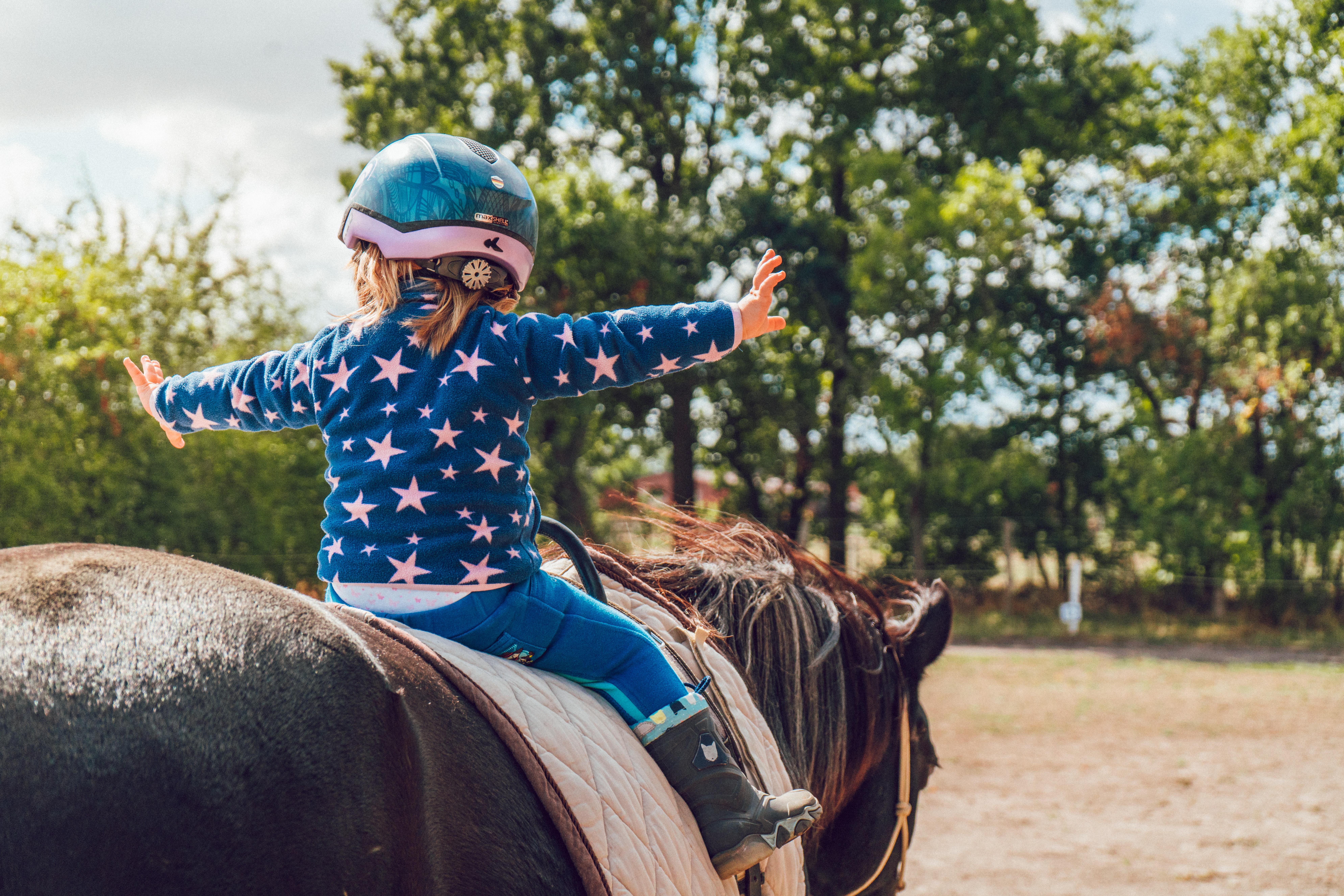 Criança andando a cavalo - Alexander Drummer