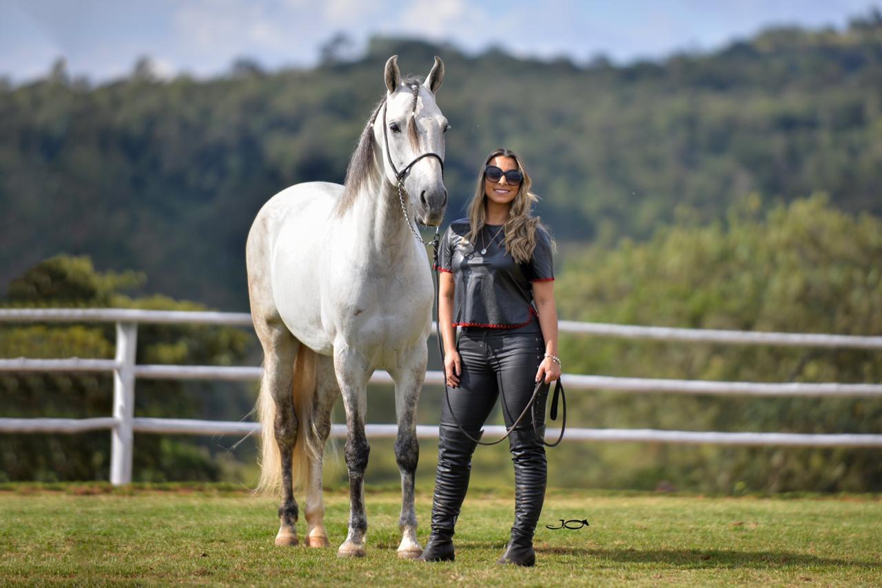 Adriana Leal no Haras Monte Branco com garanhão Diamante da Monte Branco