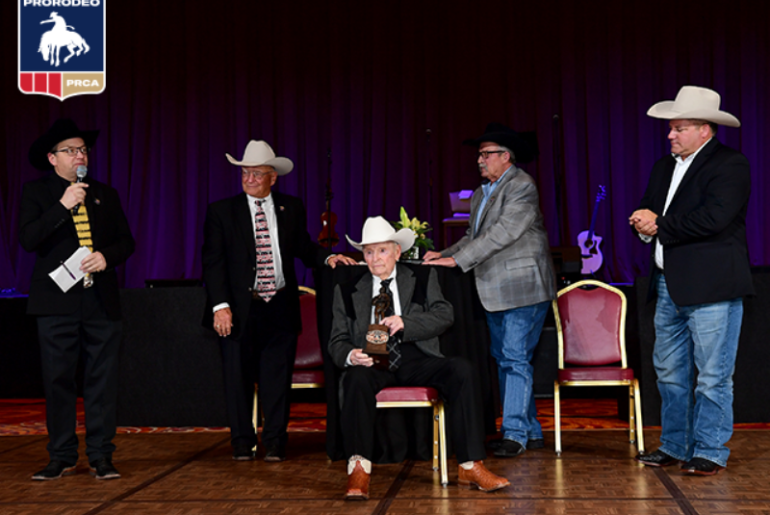Cotton Rosser recebe o 2019 Legend of ProRodeo