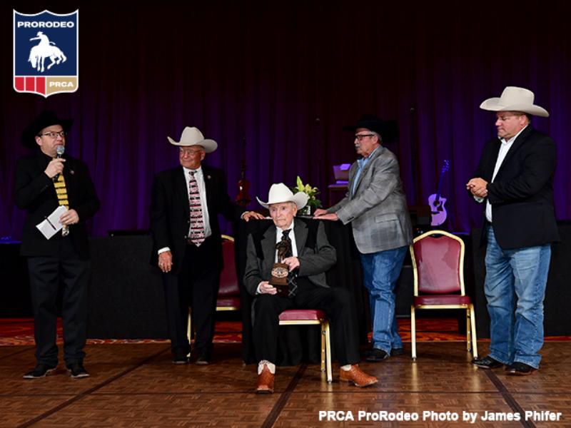 Cotton Rosser recebe o 2019 Legend of ProRodeo