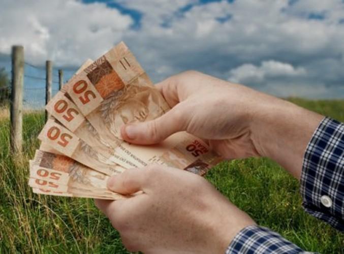 Dívida de produtores terá ajuda do BNDES Com o agravamento da crise econômica, o Governo trabalha em três frentes para diminuir o endividamento dos produtores