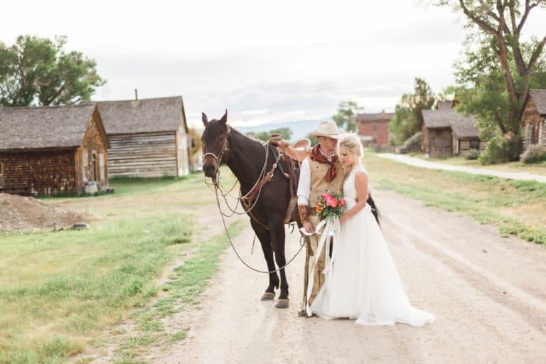 Dicas para montar o casamento western dos sonhos Maio é o mês das noivas e como ele está chegando tivemos a inspiração para essas dicas