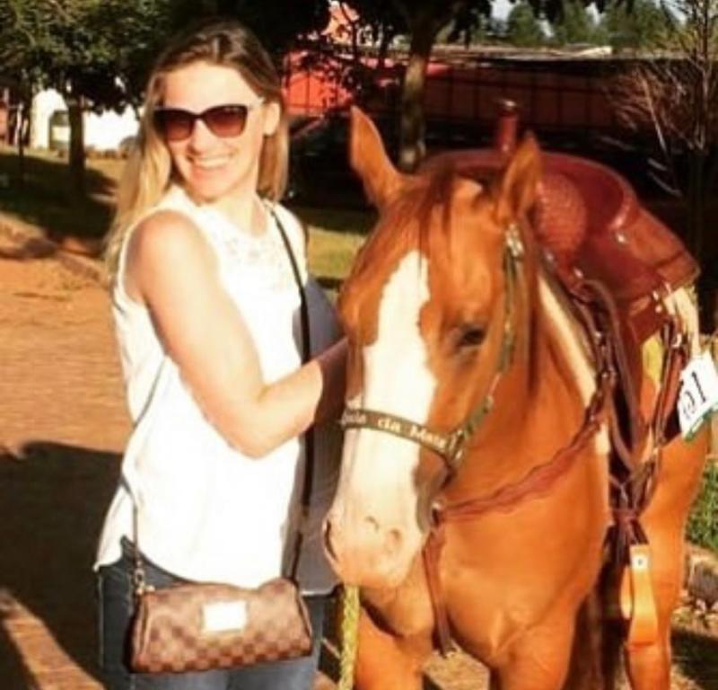 Xantic demonstrou talento para o Ranch Sorting e 'estourou' A égua foi comprada de presente para a esposa que tinha um sonho de aprender a montar