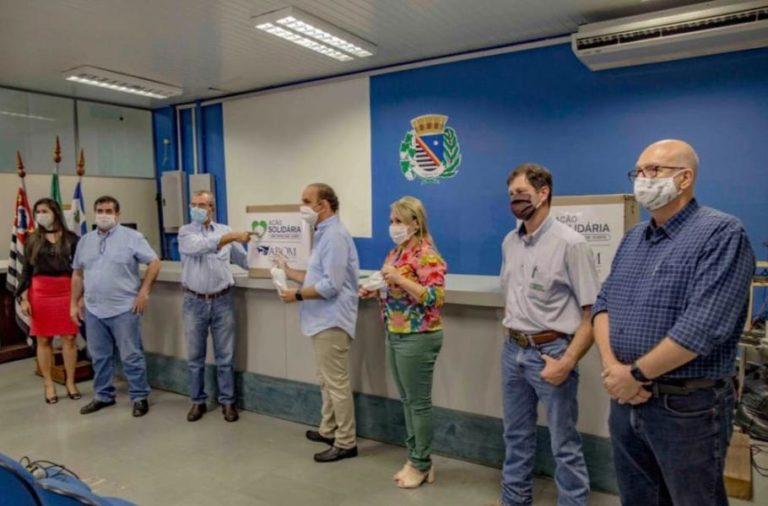 ABQM doa 12 mil máscaras ao município de Araçatuba (SP) Entrega feita por representantes da Associação do Quarto de Milha ocorreu nesta terça-feira (12/05), na Prefeitura Municipal