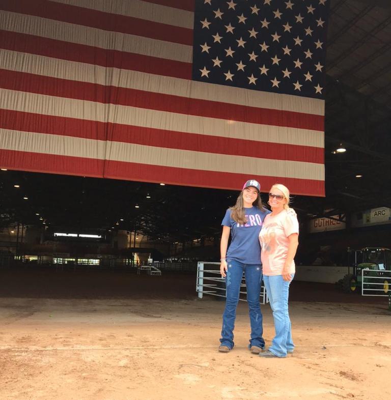 Ana Laura Savini está arrasando na categoria Jovem Amazona dos Três Tambores também passou uma experiência esclarecedora de um mês nos Estados Unidos