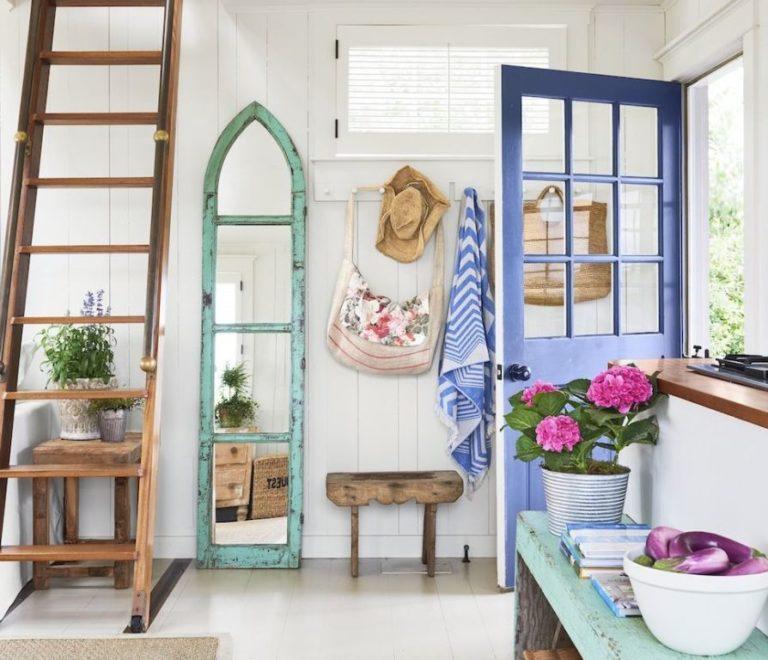 Criatividade na hora de decorar a entrada da sua casa Aquele estilo fazenda que a gente ama? Não só pode como deve ser usado e abusado