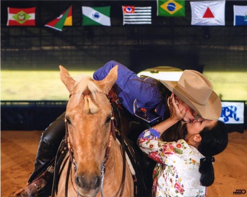 Especial Dia das Mães: conheça Roseli Diniz Durante essa semana estamos apresentando a história de algumas mães a fim de homenagear todas as mães do meio do cavalo