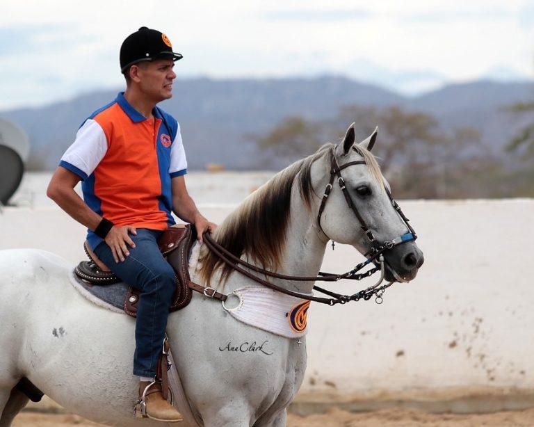 Fernando Freitas é incentivador ferrenho das mulheres na Vaquejada Categoria vem ganhando cada dia mais incentivo, com vaqueiras talentosas e apaixonadas pelo esporte