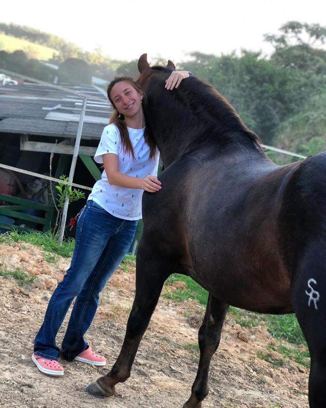 Giulia Carbonari sente os cavalos como parte de si mesma Quando ela nasceu, seu avô e seu pai já eram criadores de cavalo no tradicional Rancho Coyote