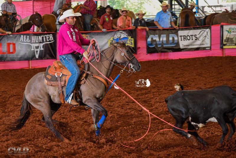 """""""O cavalo significa minha vida"""", afirma Lucas Vítor dos Santos Laçador coleciona títulos em sua trajetória como competidor e treinador"""