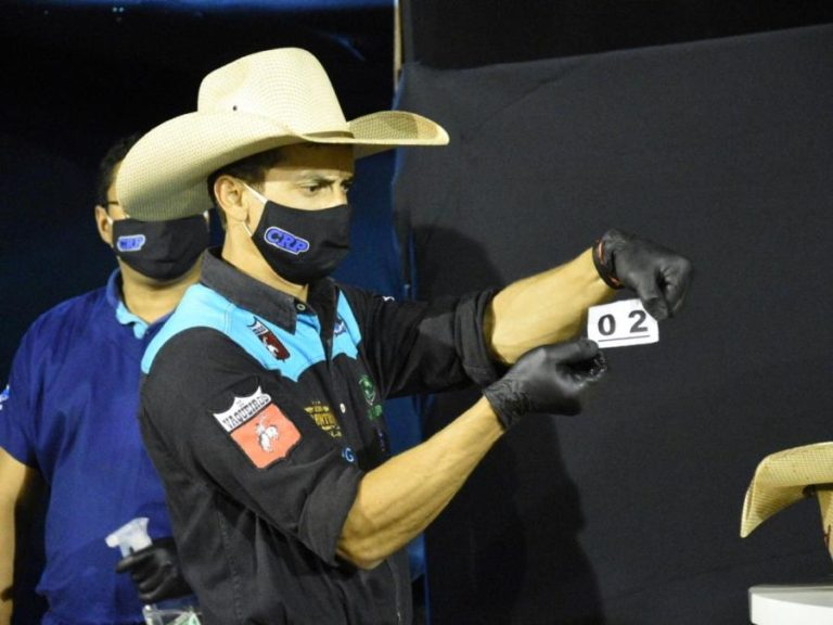 Após rodeio online, Leonardo dos Santos é o líder do CRP Live 'Burguesa' do rodeio Bom Viver em Assis contou para o campeonato