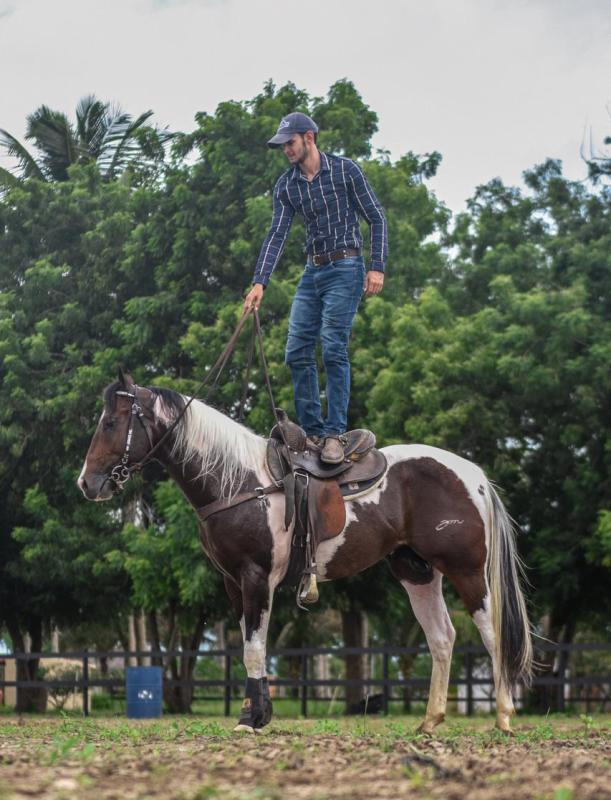 Guilherme Moraes conta sua trajetória e destaca entre seus títulos ter sido campeão Nacional ABQM em 2013 e campeão Pan-Americano em 2016 da raça Appaloosa
