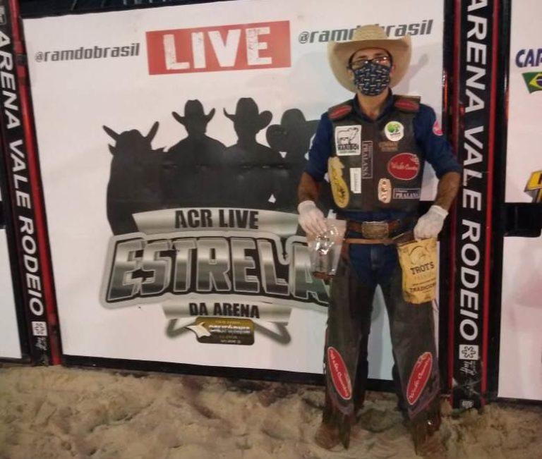 Edevaldo Ferreira venceu terceira 'Estrelas da Arena' Touros da Cia Califórnia foram destaque, além da vitória de um dos nomes mais respeitados do rodeio brasileiro