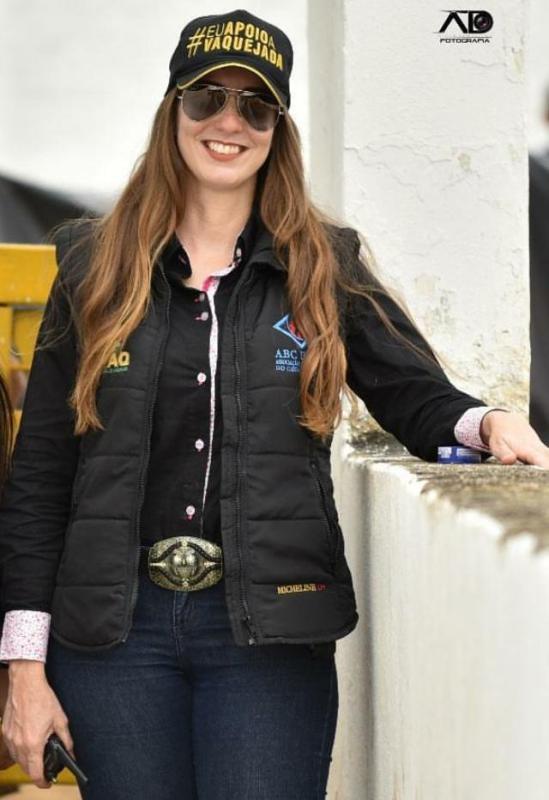 Micheline Carvalho atua com bem-estar animal no esporte equestre Formada em Zootecnia, ela é uma das mulheres que trabalham zelando pelos cuidados com cavalos e bois no esporte