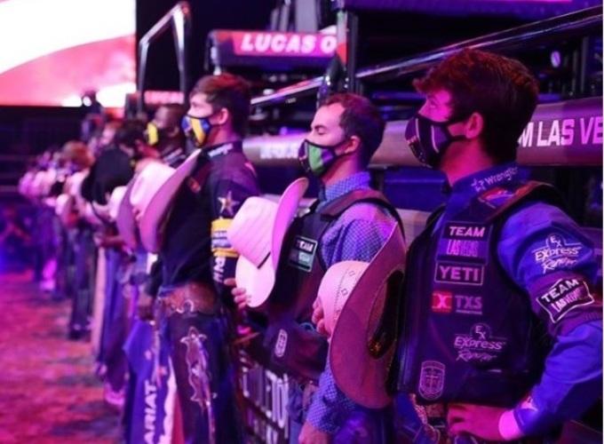 PBR Team Challenge começa disputa do inédito duelo em equipes A competição foi criada para ocupar espaço na TV enquanto as outras principais ligas esportivas dos Estados Unidos ainda não retomaram suas atividades