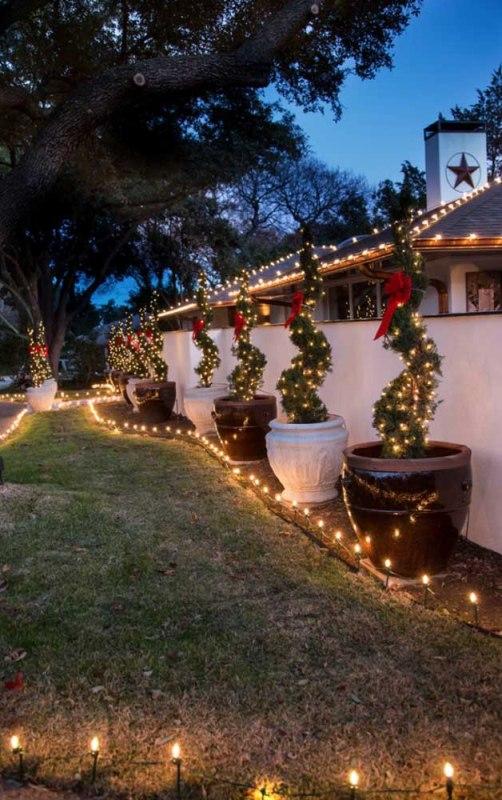 O Natal é uma época do ano que gostamos de adicionar um pouco de brilho festivo a tudo, não é mesmo? Imagine seu rancho todo decorado por fora