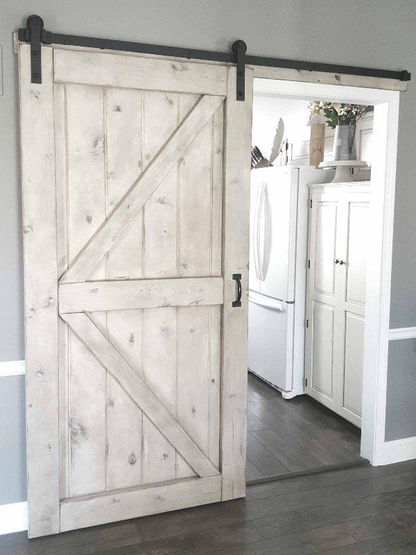 As portas de correr, estilo de 'celeiro', portas de estábulo, funcionam em qualquer ambiente, para casas ou apartamentos no campo ou cidade