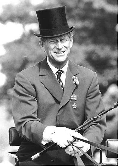 Presidente da Federação Equestre Internacional por 22 anos, o Príncipe Philip, marido da Rainha Elizabeth II, faleceu na última sexta (9)