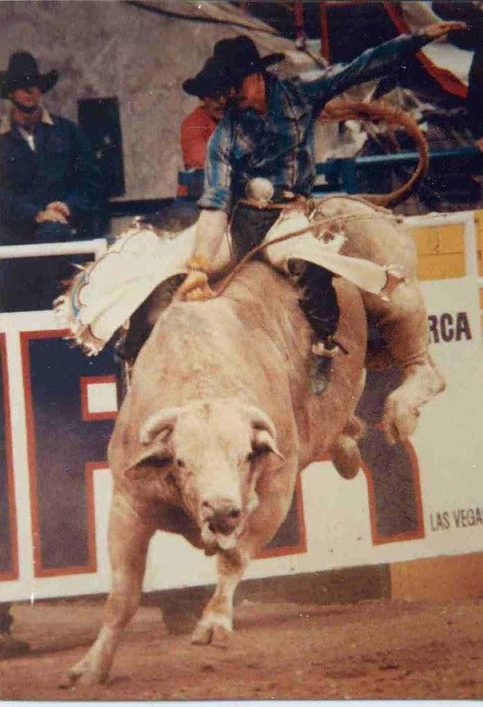 Norman Curry: na história do rodeio mundial, somente três competidores pararam nos dez touros das dez rodadas da National Finals Rodeo