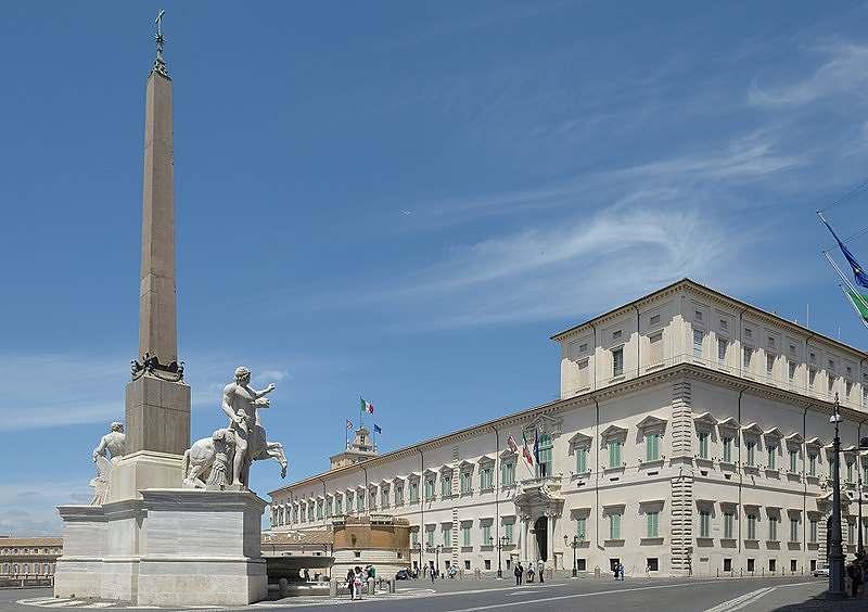 Quirinale Dióscuros: o monte Quirinal, em Roma, era conhecido, durante a Idade Média como monte Cavallo; uma nomenclatura ainda utilizada