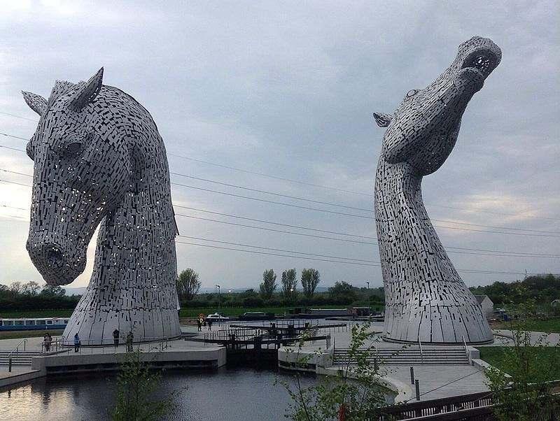 The Kelpies: Antes de mais nada, elas são um monumento à herança alimentada pela força dos cavalos em toda Escócia, no Reino Unido