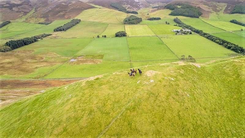 Paulo Junqueira, em sua coluna da semana, escreve sobre uma cavalgada para a Escócia, adiada para 2022 por conta da pandemia de covid-19
