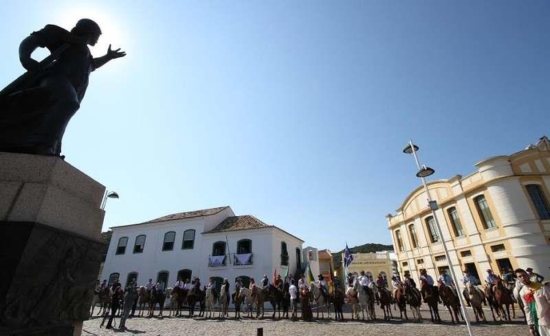 Paulo Junqueira, em sua coluna da semana, conta de uma cavalgada que fez no último sábado em homenagem a heroína Anita Garibaldi