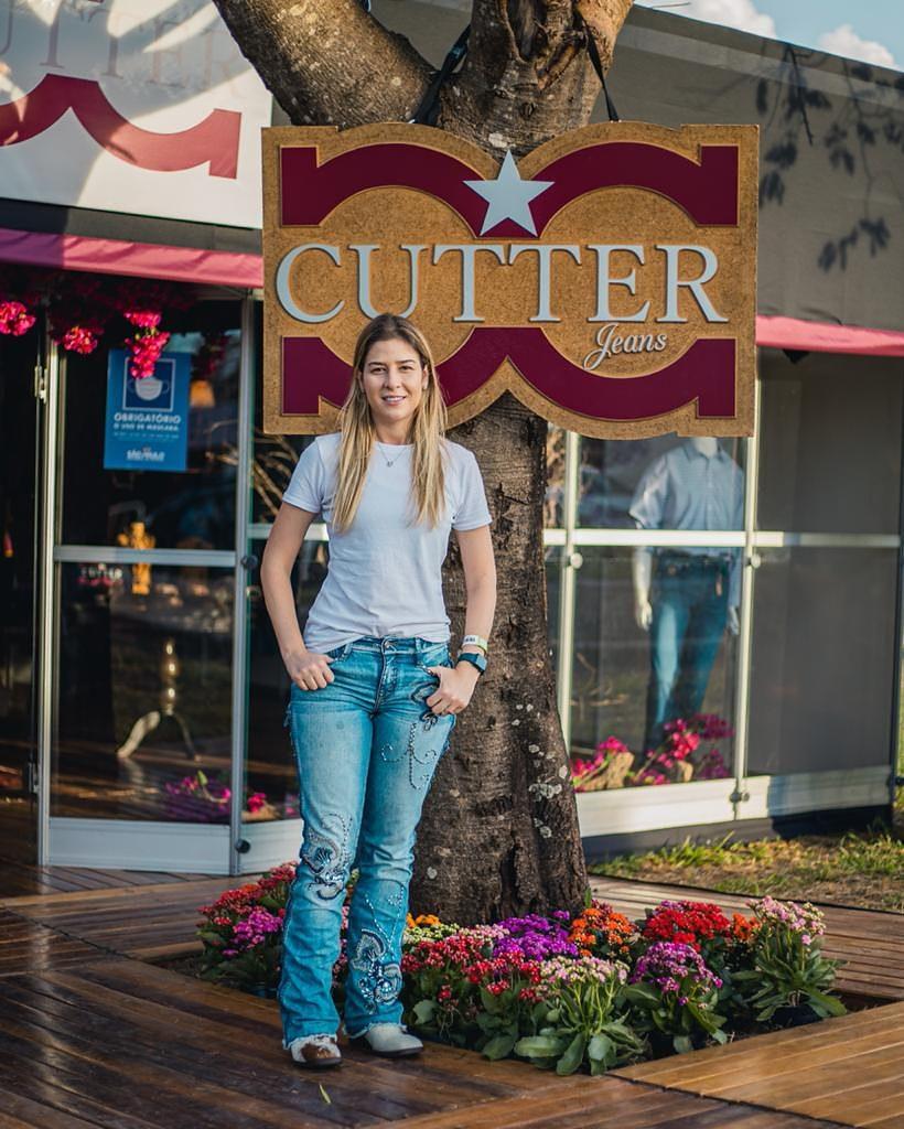 Além de ter conquistado importantes títulos como competidora, a idealizadora da marca Cutter Jeans aproveitou o evento para lançar a sua nova coleção sustentável, que teve excelente aceitação do público