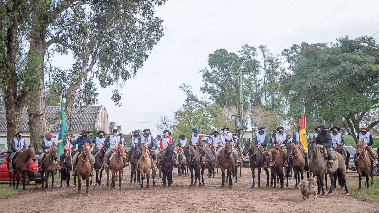 É dada a largada para a 19ª Marcha Anual da Resistência do Cavalo Crioulo