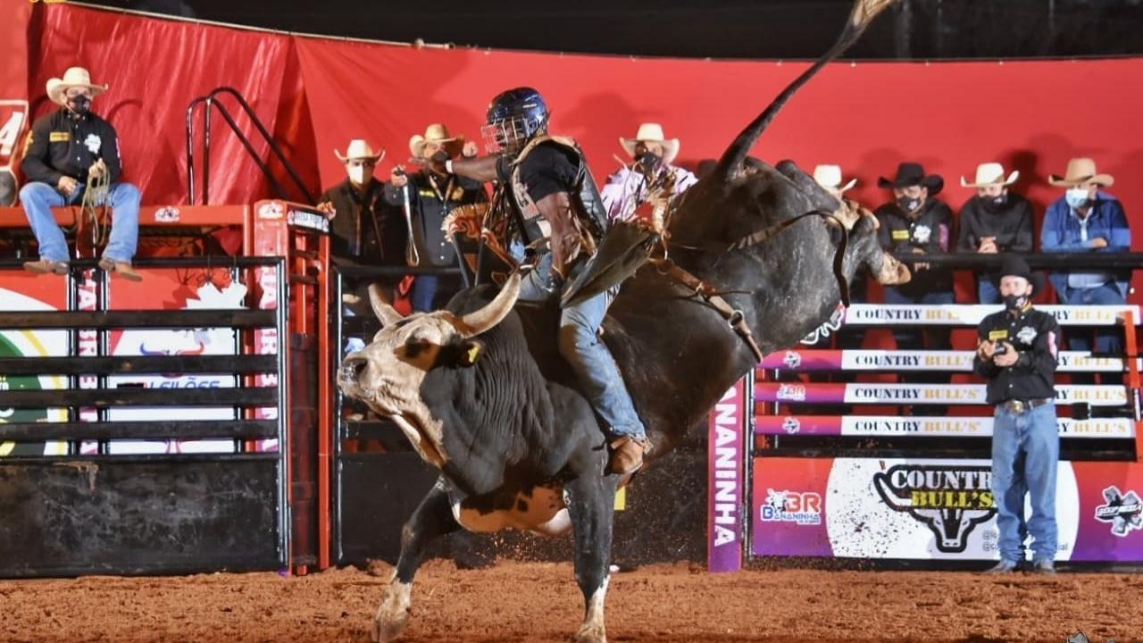 Edição especial do Rodeio ExpoMarques contou com competição da Ekip Rozeta
