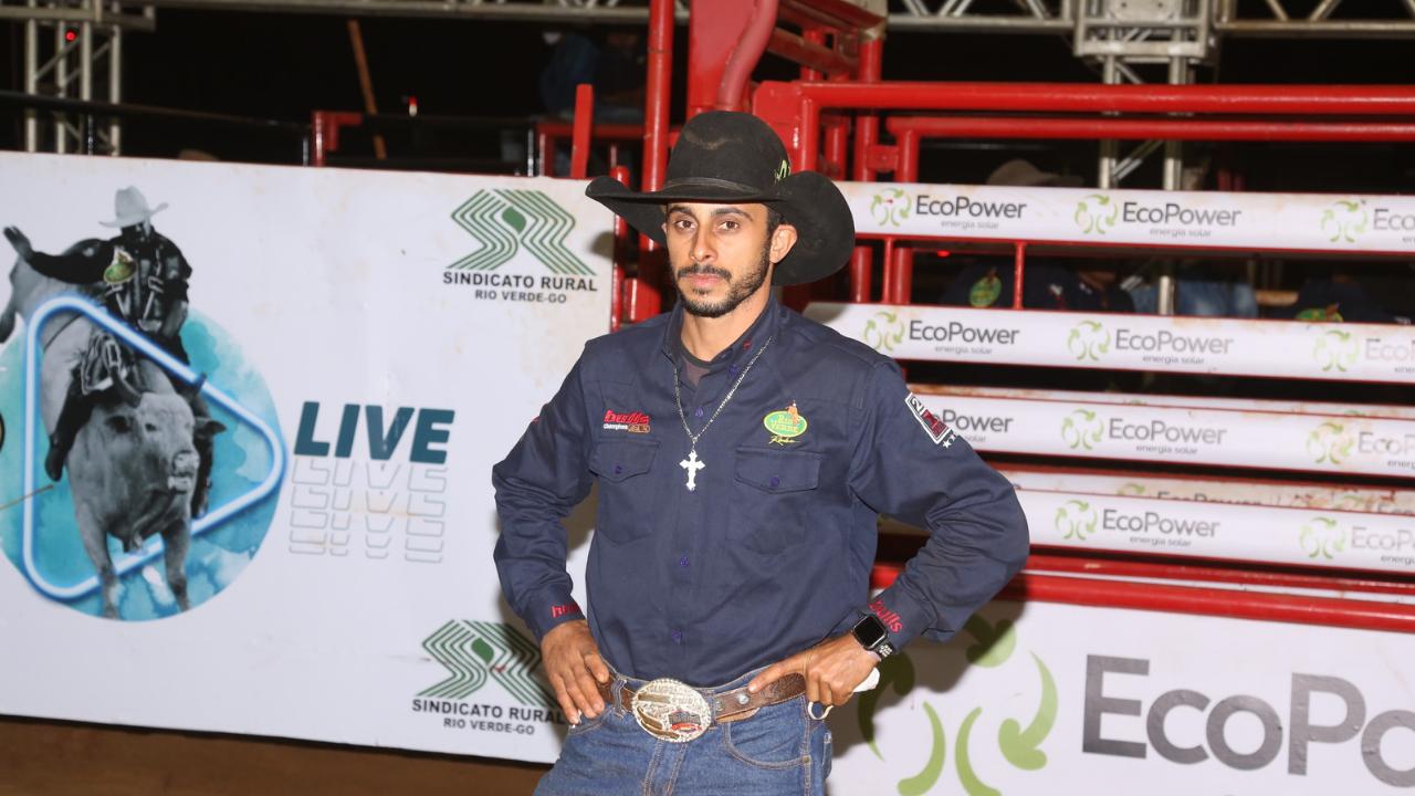 José Marcos é o grande campeão do Rodeio de Rio Verde