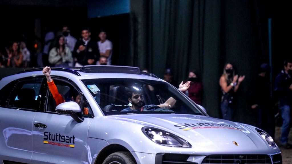 Henrique Tielas e Rafael Ribeiro faturam Desafio carro x cavalo Stuttgart Porsche